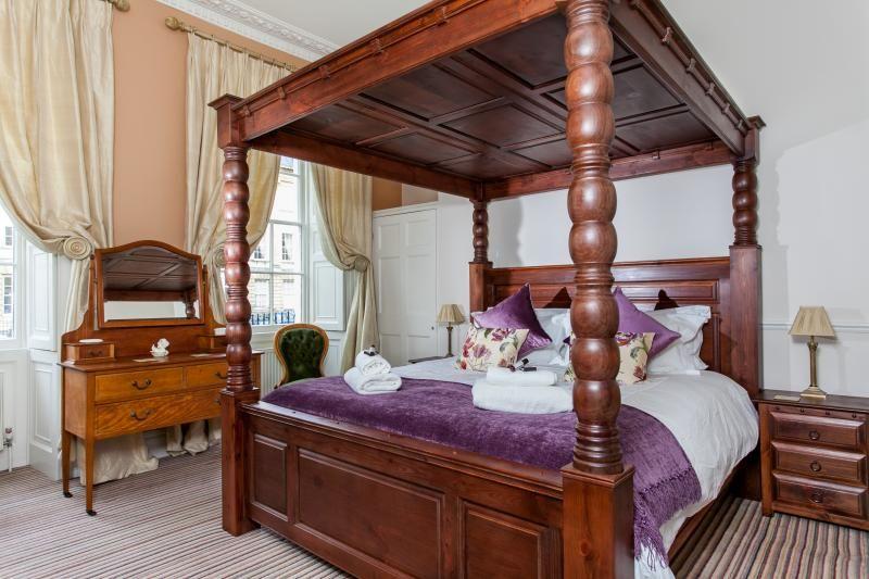 1 Bed Short Term Rental Apartment Bath
