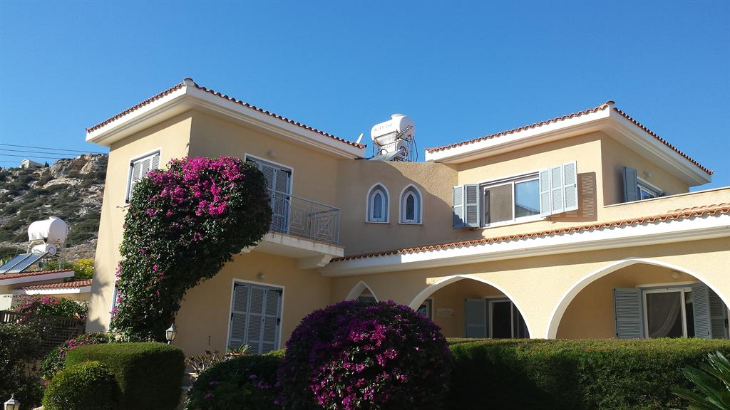 Beautifully Located Below Peyia Village And Very Near The Sun Kissed Beaches Of Coral Bay