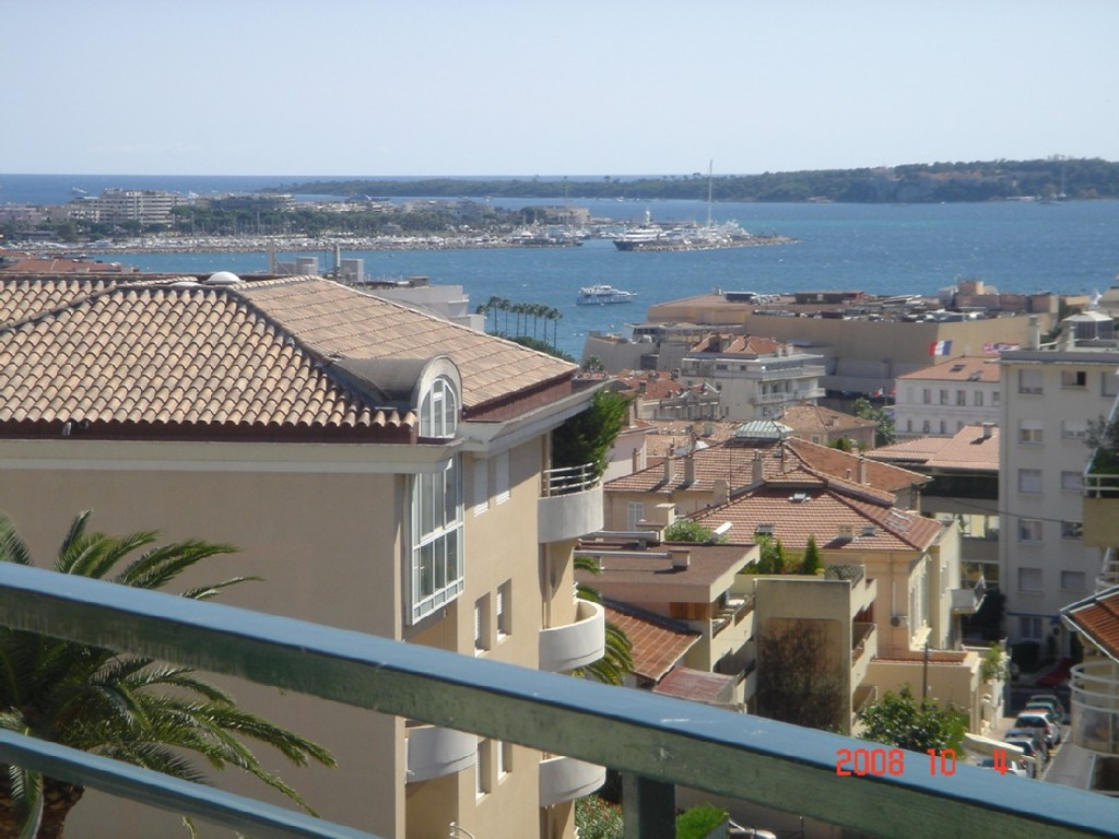 1-BEDROOM APARTMENT IN CANNES WITH FULL SEA-VIEW
