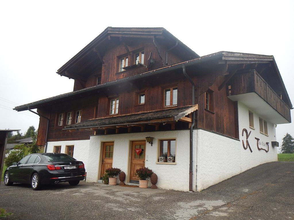 LUXURY CHALET APARTMENT, TOP FLOOR IN GSTAAD