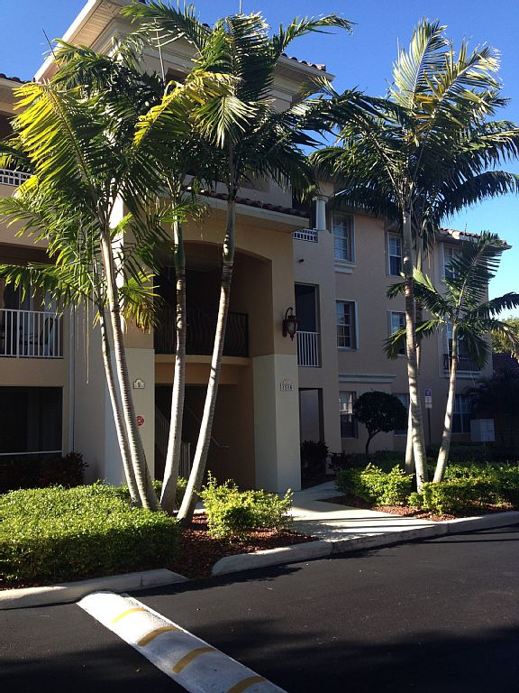 2 Bed Short Term Rental Condo cape coral