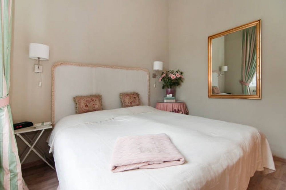 Wien- Irenental vacation rental with cosy master bedroom with super kingsize bed