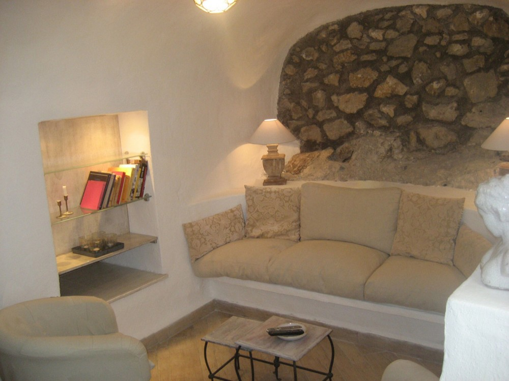 Capri vacation rental with living room