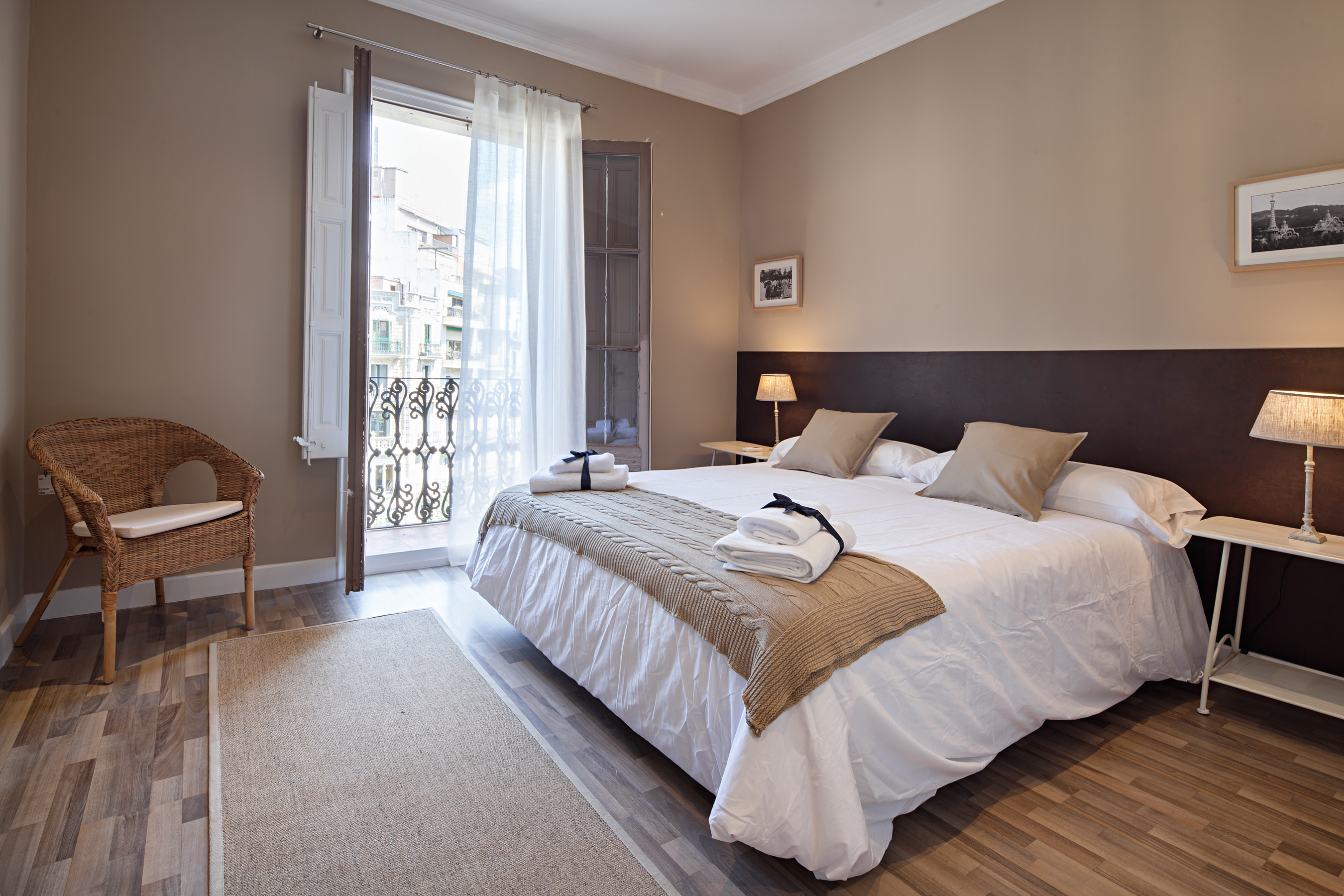 Barcelona Catalonia Vacation Rental Comfortable 2 Bedroom Apartment In A Popular Area 2