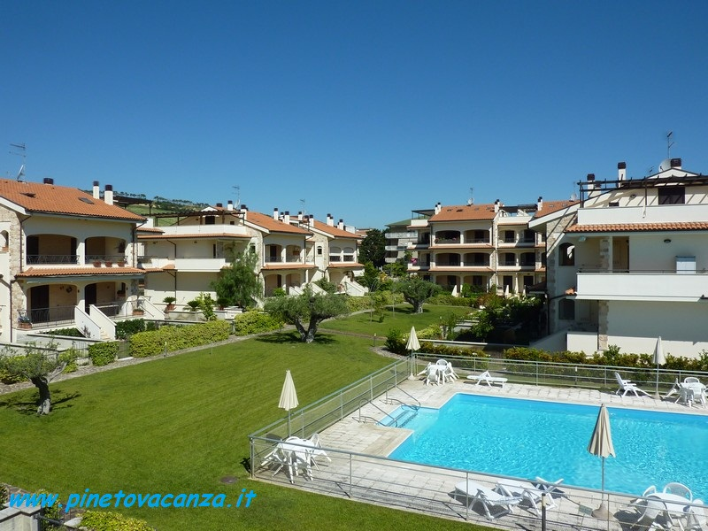 Apartment for 4 People, with Swimming Pool, Close to the Beach in Pineto