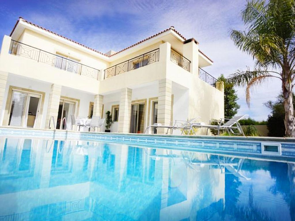 4 Bed Short Term Rental Villa Kissonerga
