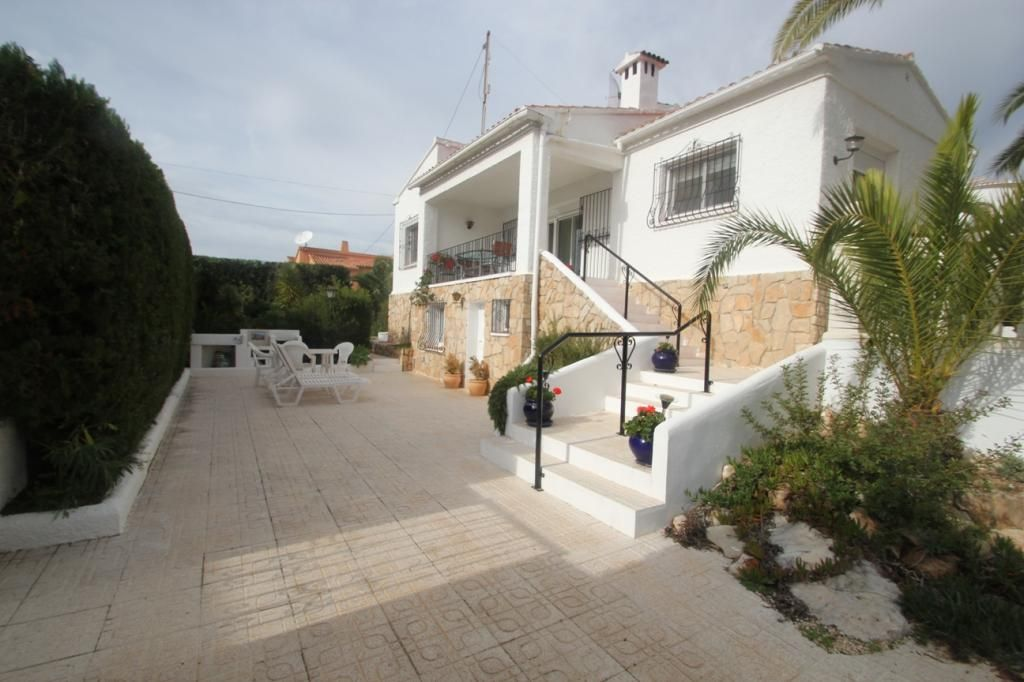 2 BEDROOMS LUXURY VILLA 238m FROM SANDY BEACH