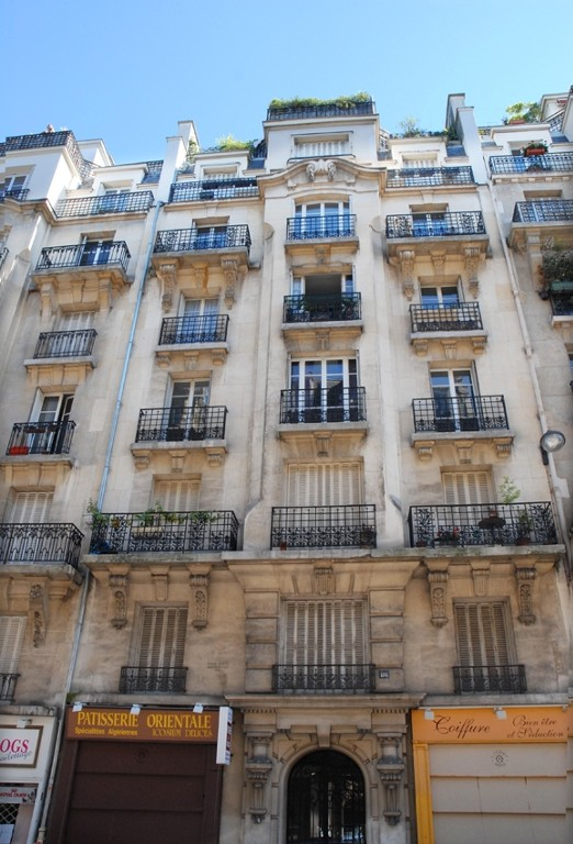 Montmartre: a Parisan Lifestyle - Access to Tourist Sites