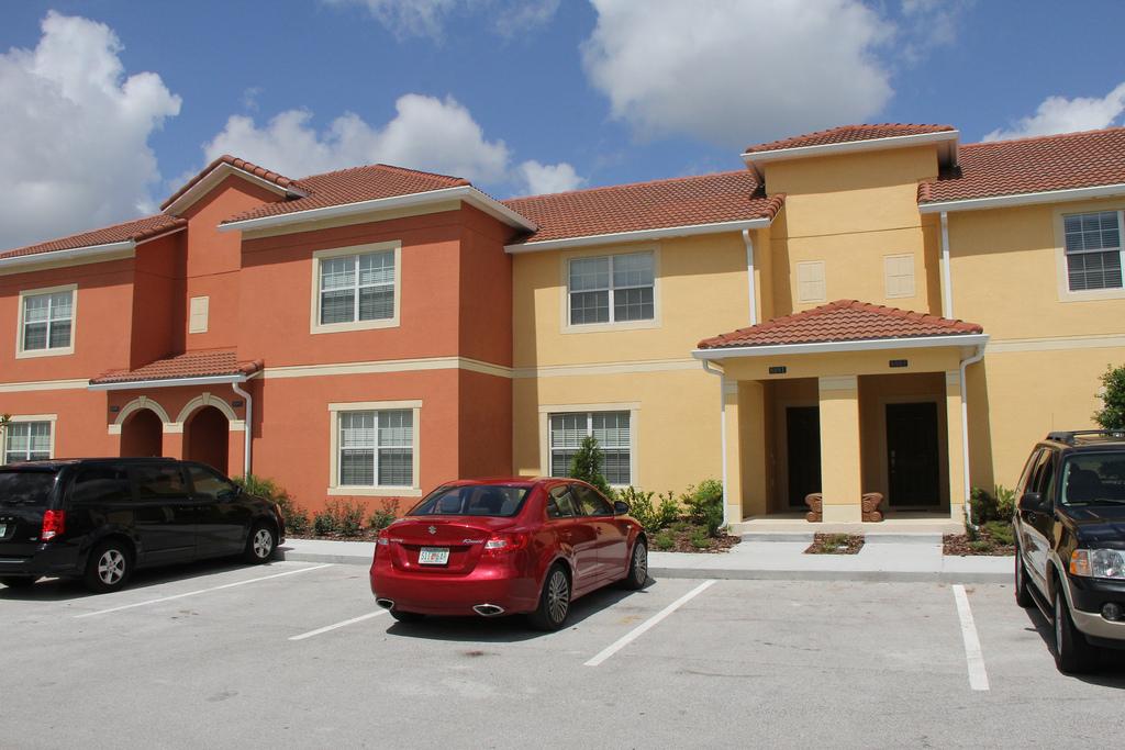 4 Bed Short Term Rental Accommodation Paradise Palms