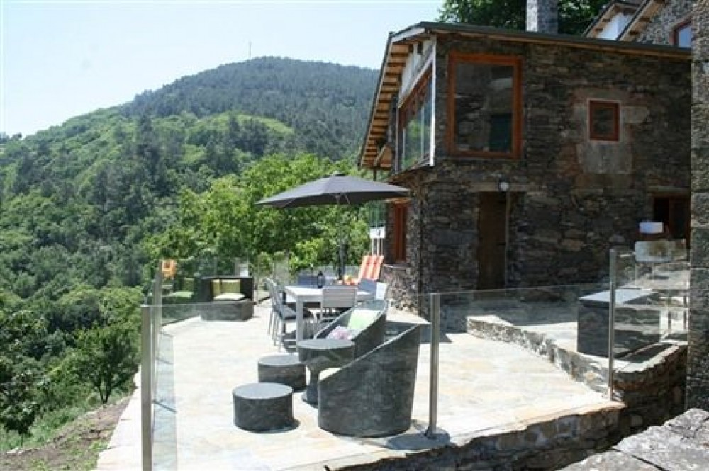 Ribeira vacation rental with Front terrace with views over river Mino