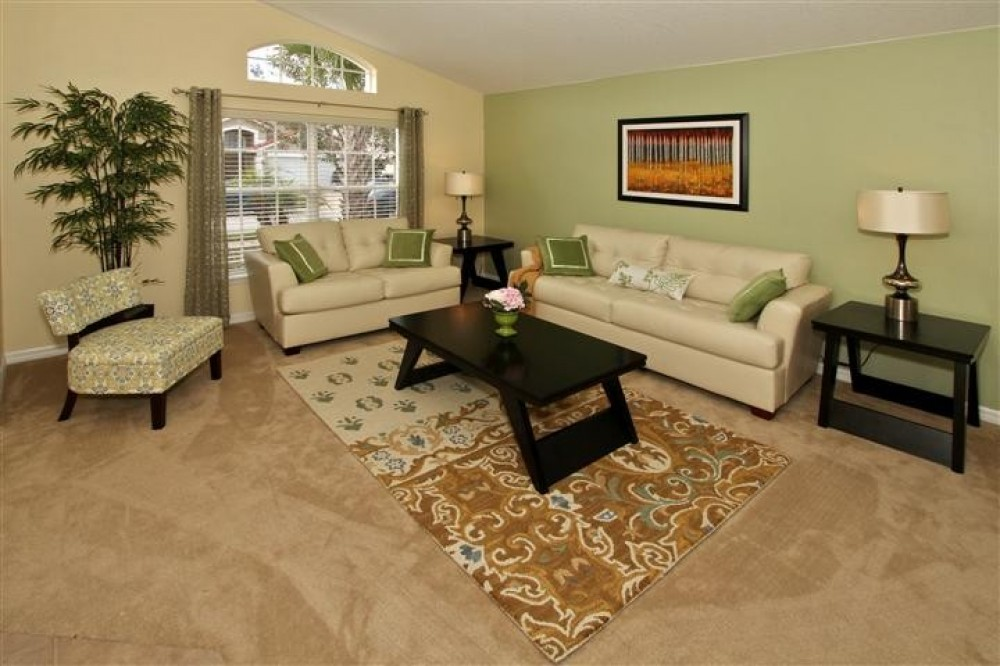 Davenport vacation rental with Green Living Room