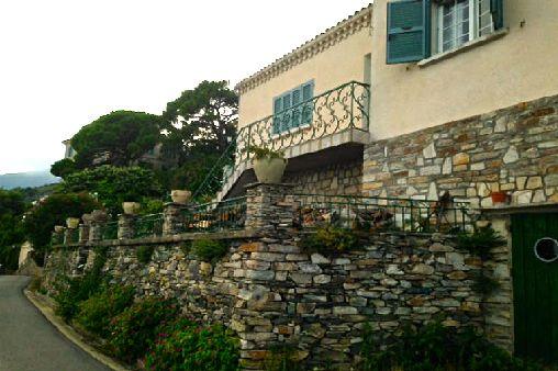 La villa Jo à Pozzo Brando en Corse avec vue époustouflante sur la mer et les iles toscanes