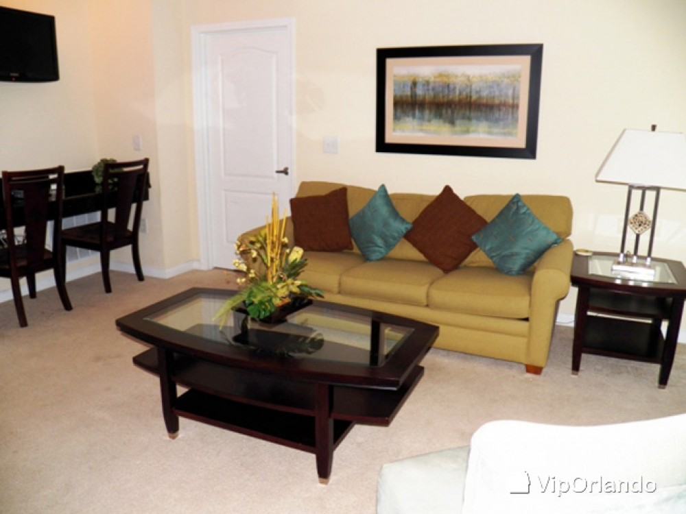 kissimmee vacation rental with Decorated living room area