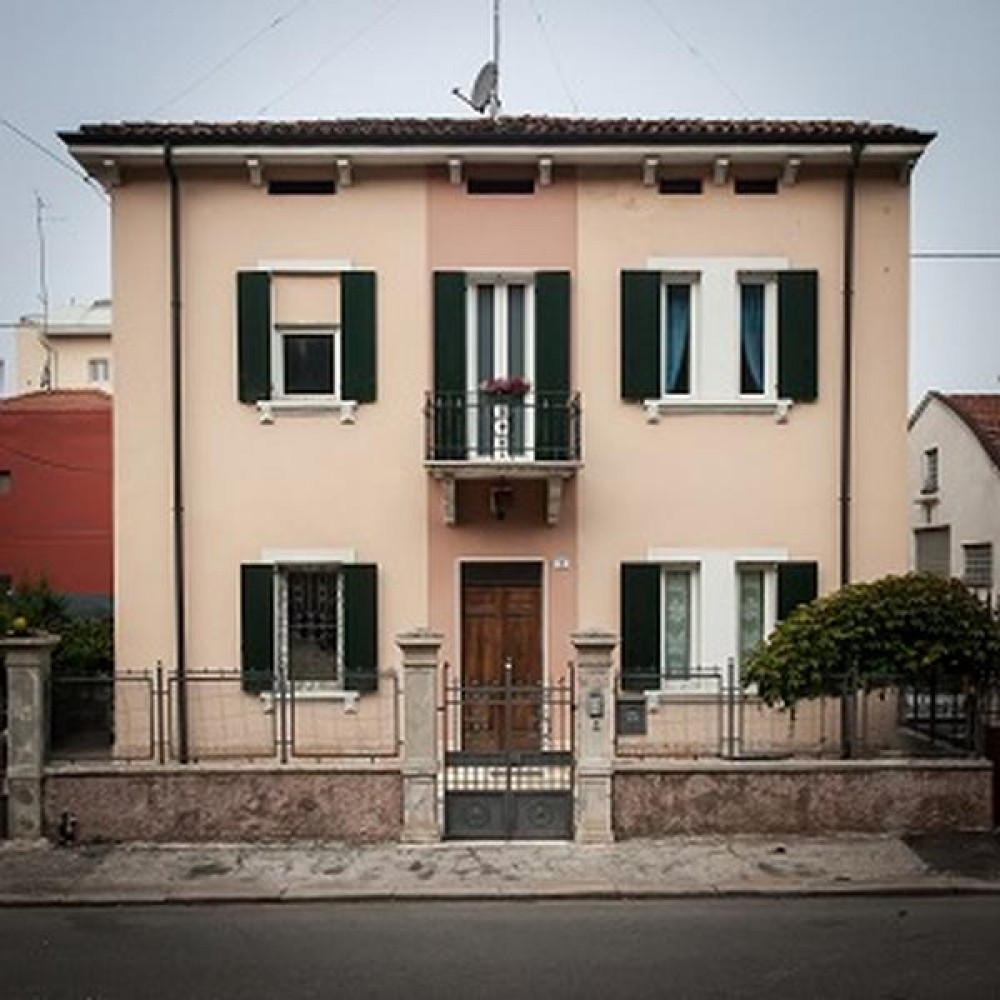Verona vacation rental with LA MAISON