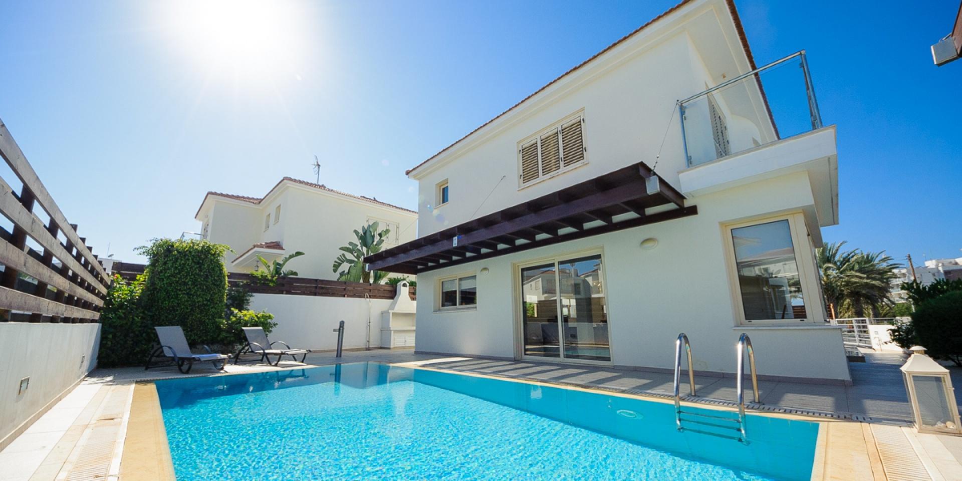 3 Bed Short Term Rental Villa Pernera