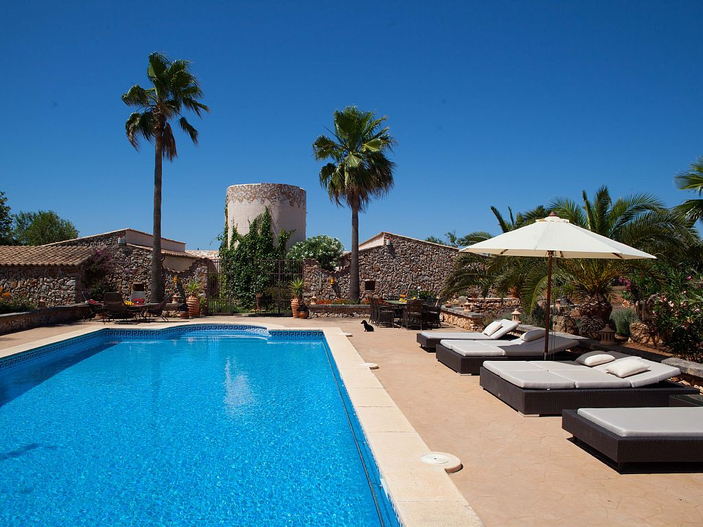 5 Bed Short Term Rental Accommodation Cala Santanyi