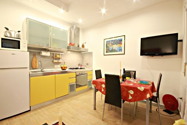 1 Bed Short Term Rental House Rome