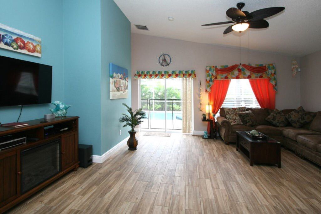 4 Bed Short Term Rental House Hampton Lakes