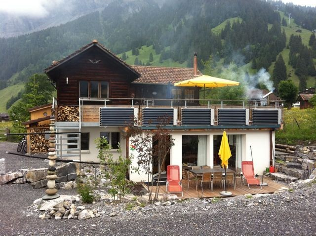 Sunny four and a half and three and a half bedroom apartment in renovated chalet Dollyhay - 3.5-Zimmerwohnung Obergeschoss 2436046