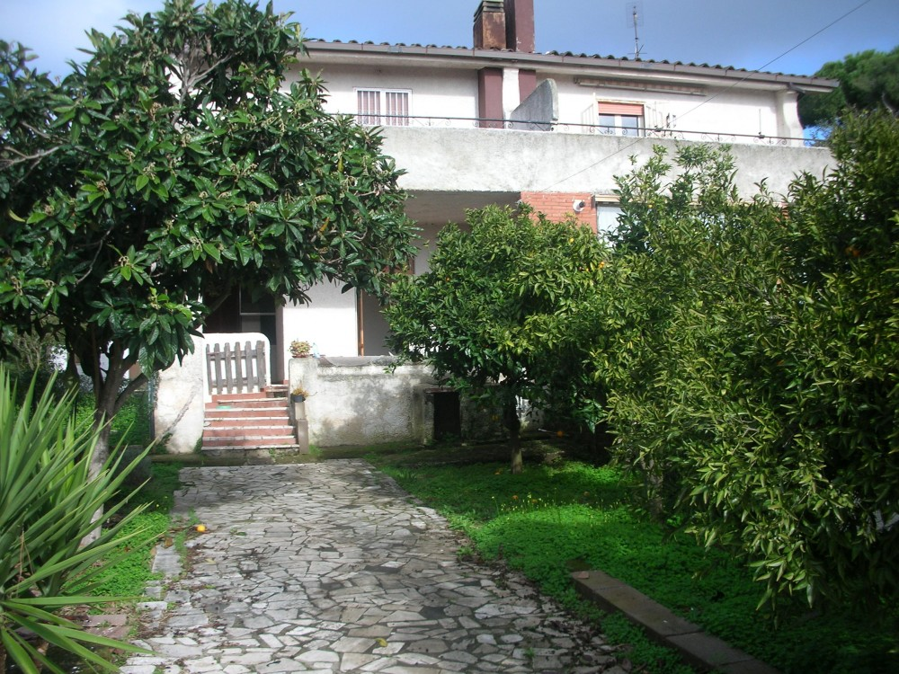 Rome vacation rental with main garden