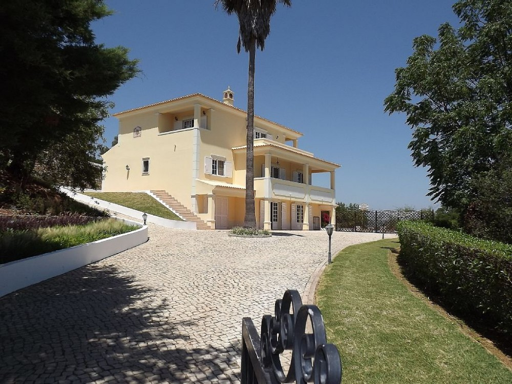 Loule vacation rental with View of South side from main gate