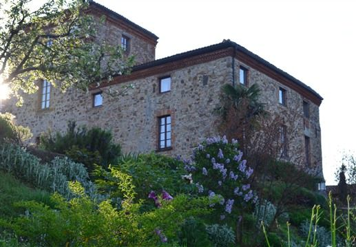 The castle where you want to come back : Bed & breakfast