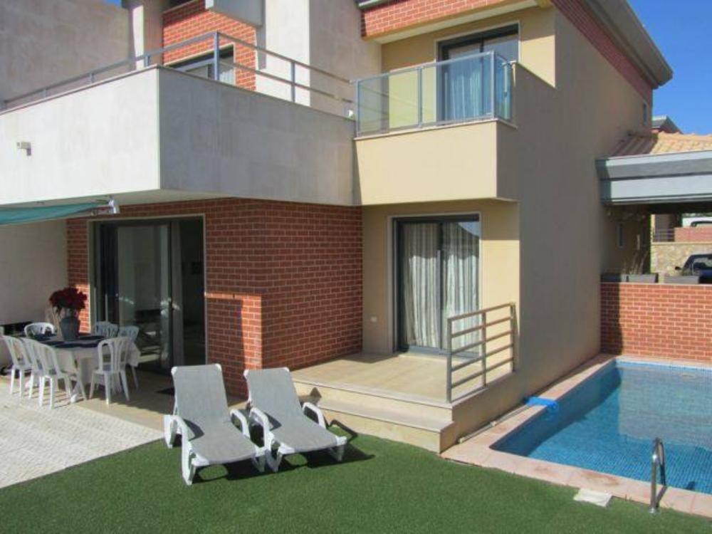 4 Bed Short Term Rental House Mosqueira
