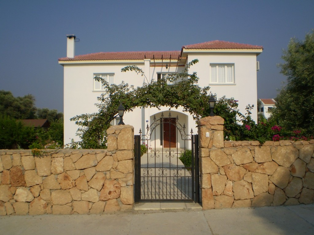 3 Bed villa with private pool and views 5 mins from beach