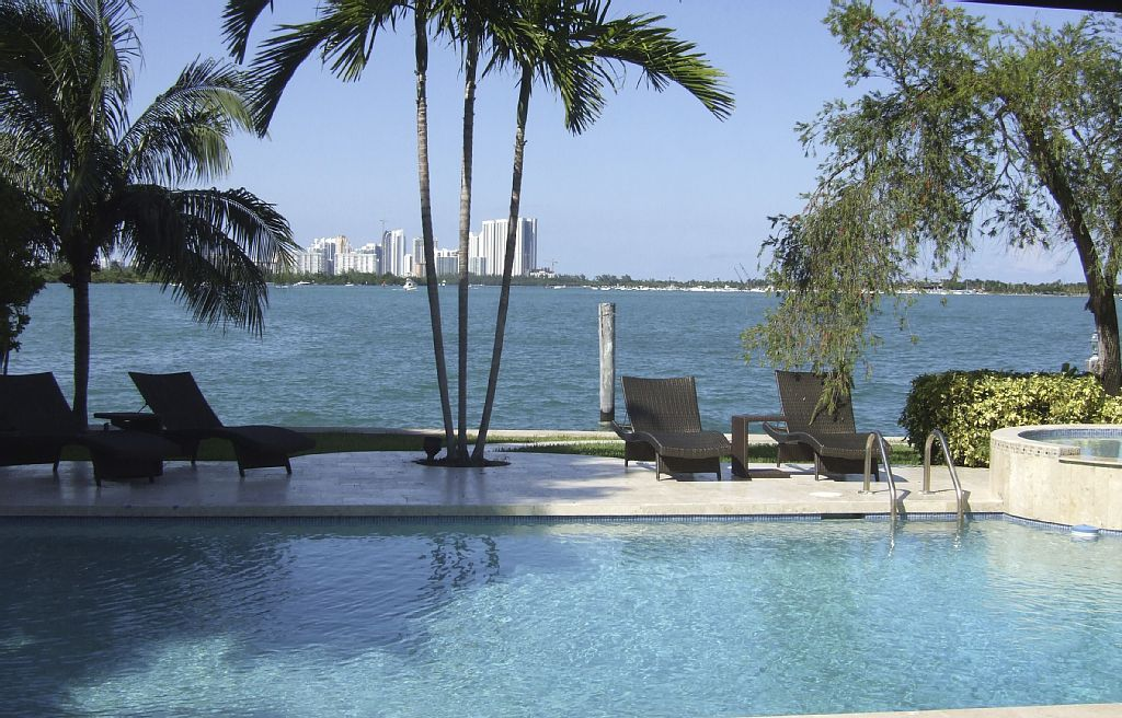 4 Bed Short Term Rental Accommodation Bal Harbour