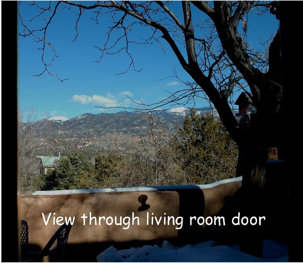 Beautiful Mountain Views, Beamed Ceilings, 2 Fireplaces - Santa Fe Vacation Cottage