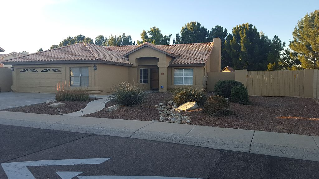 Sleeps 18 Fun for All... 4 bedroom 2 bath with BasketBall Court, Swimming Pool - Peoria Vacation Homes