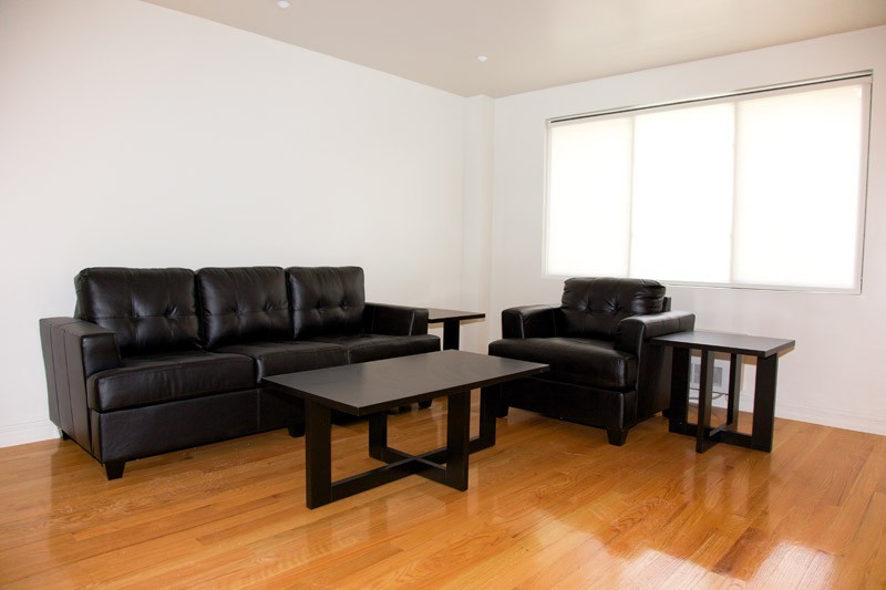 Fully Furnished 3 Bedroom 2 Bathroom Apartment In Elevator Building!!