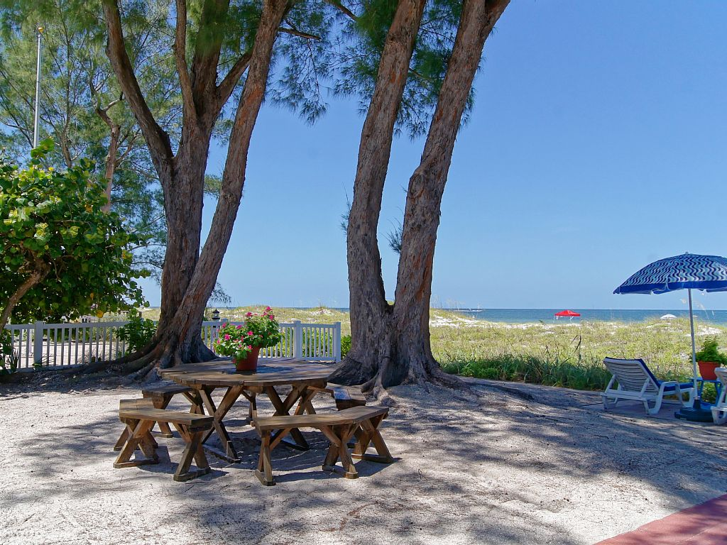 Beachfront Cottages at Beautiful Sandy Shores - Steps Away from the Sand- Patio Cottage