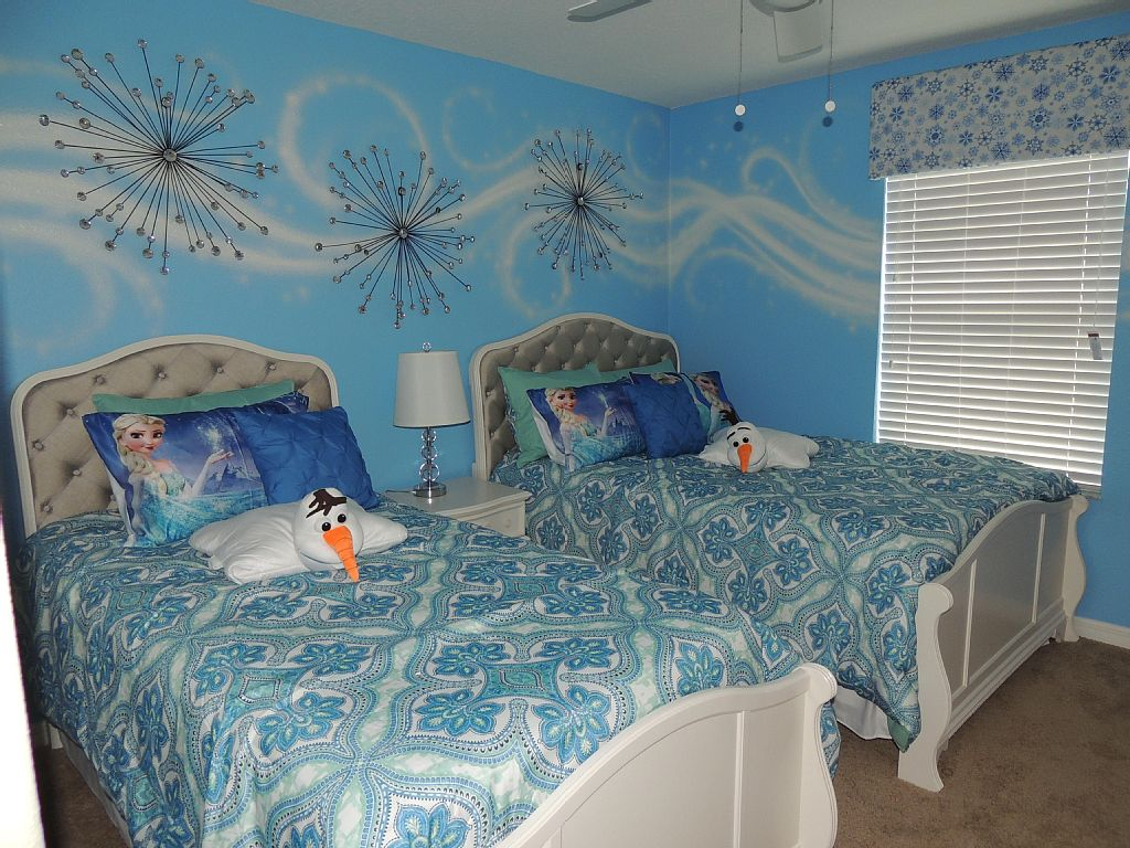 FROZEN and AVENGER rooms, 4 bedroom/3 bath in luxury resort near Disney World!