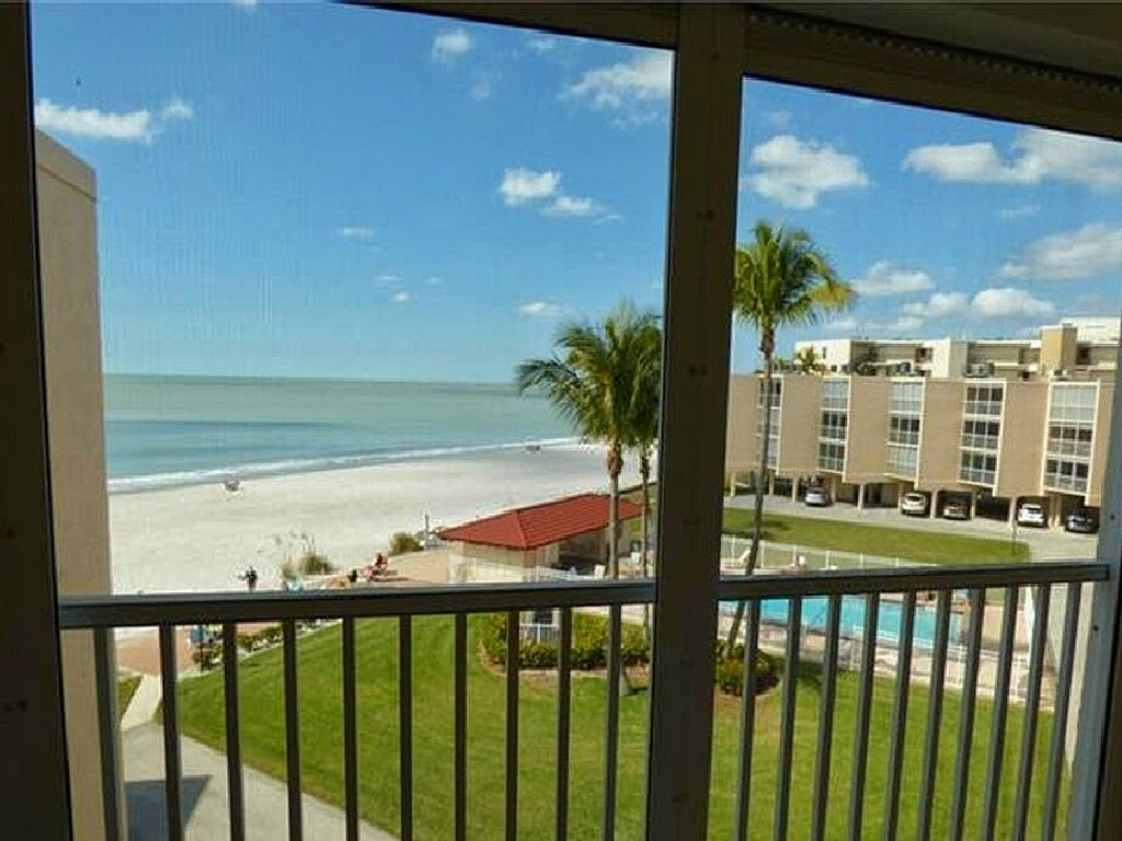 Beautiful Beach Front Condo - Bonita Springs, Dolphin Way