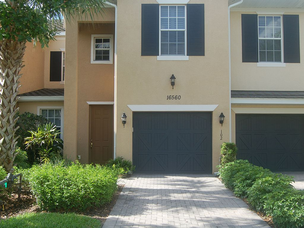 Luxury Coach Home with unlimited bundled Golf package