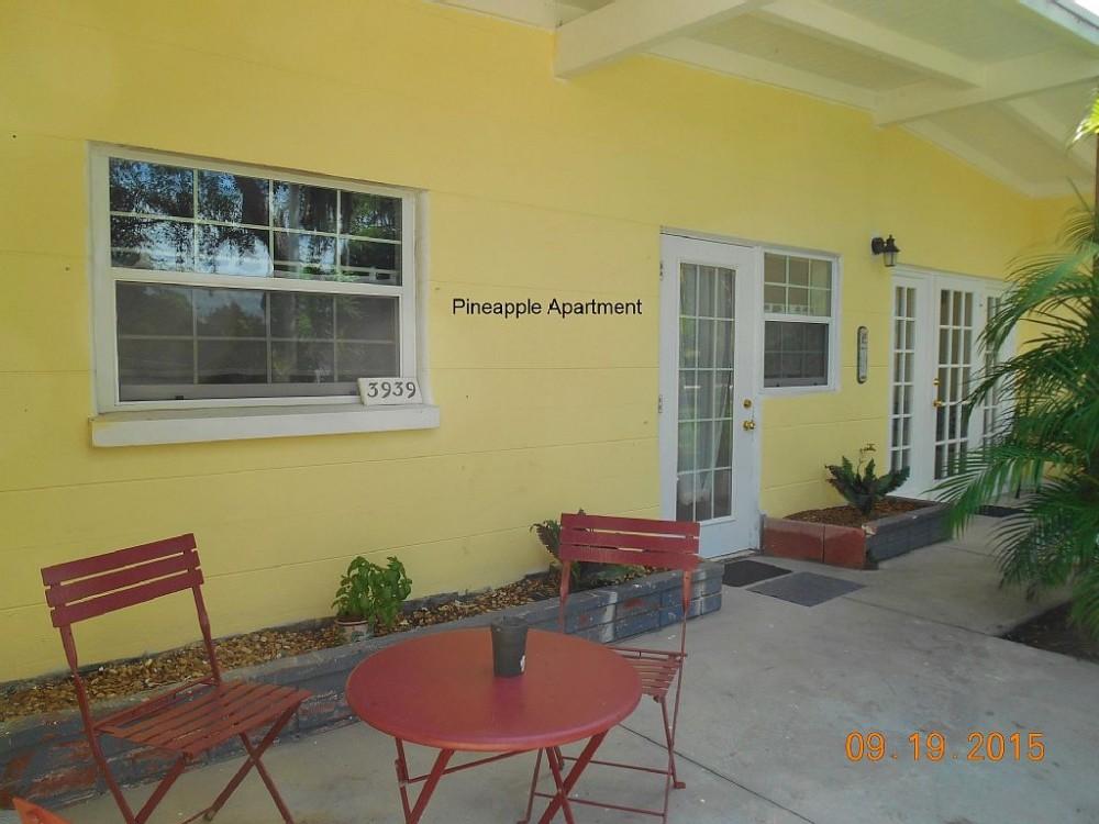 sarasota beach vacation rental with Pinapple Apartment