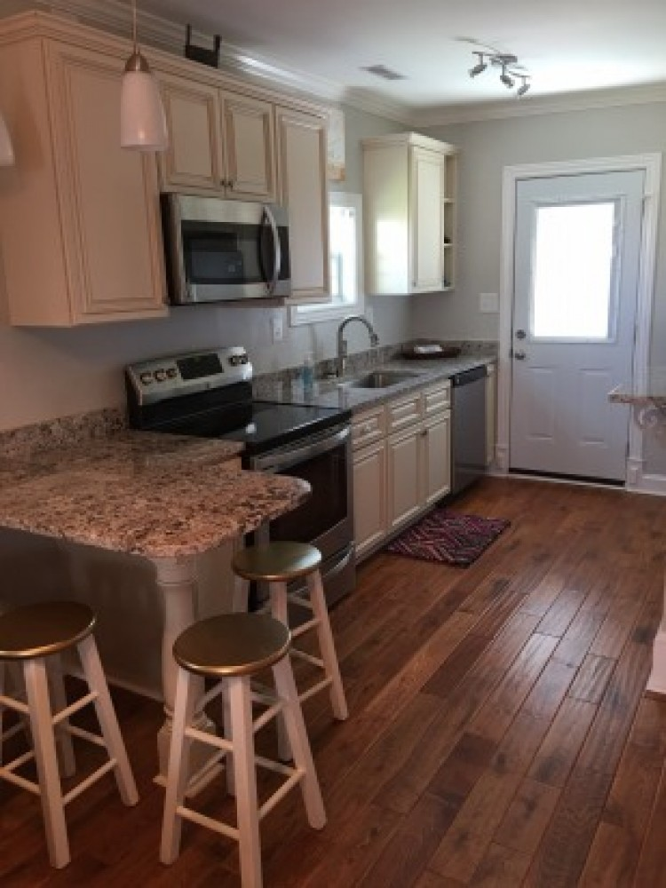 Adorable Beach Bungalow- Perfect Location