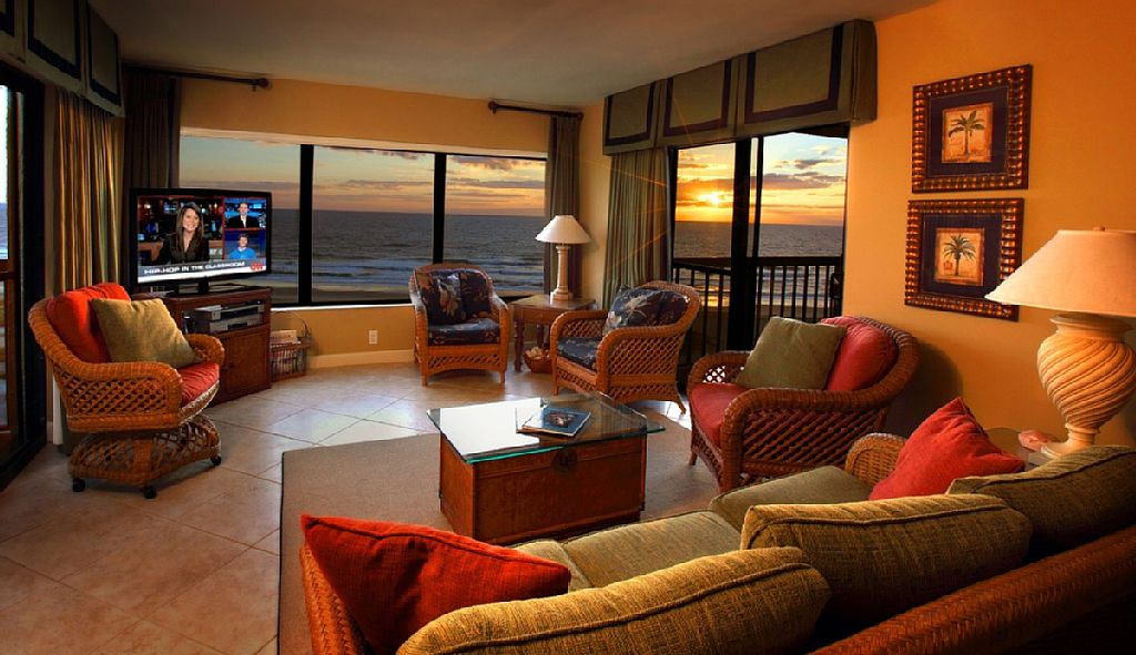Completely renovated oceanfront penthouse, 2 king master suites, 2 verandahs