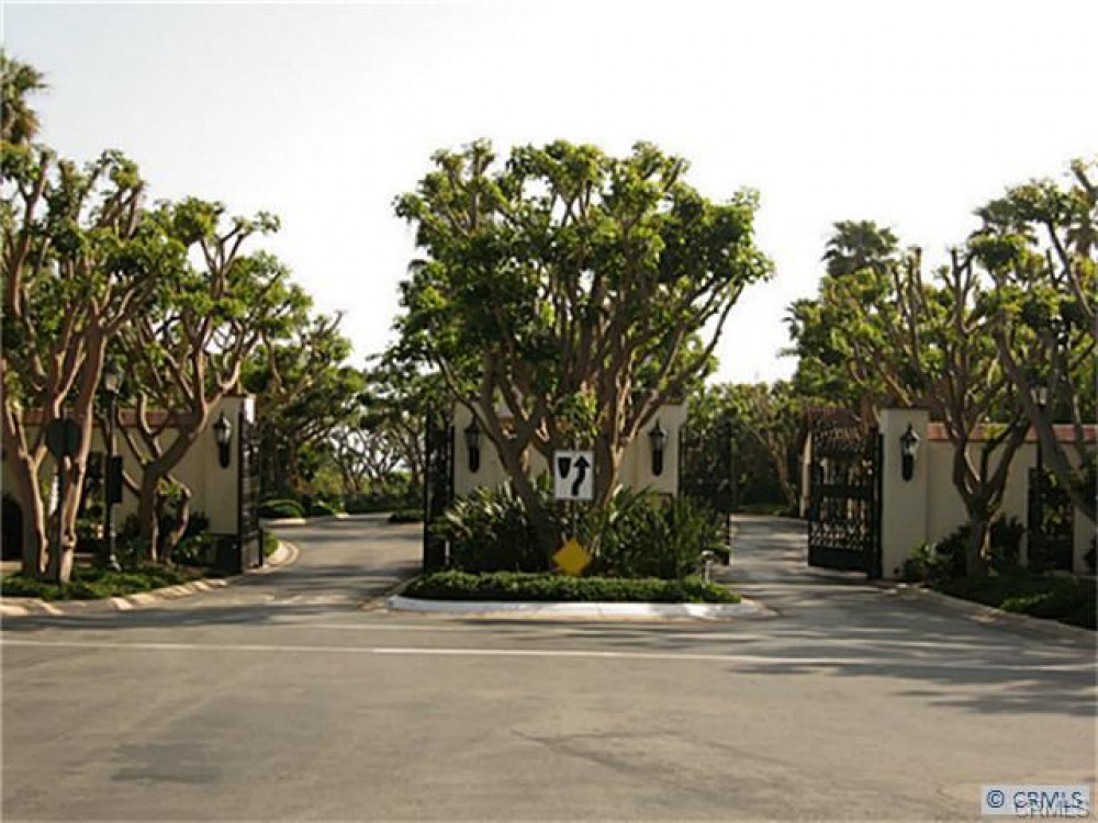 newport beach vacation rental with Community front gate with 24/7 security guard