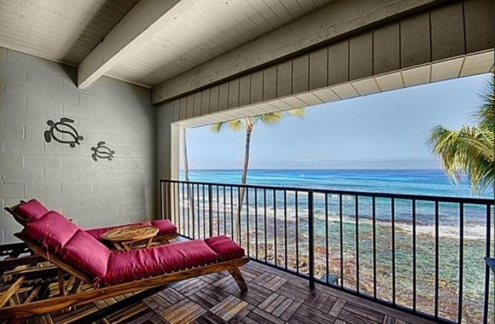 Kailua-Kona vacation rental with Dual loungers on the teak and ironwood lanai