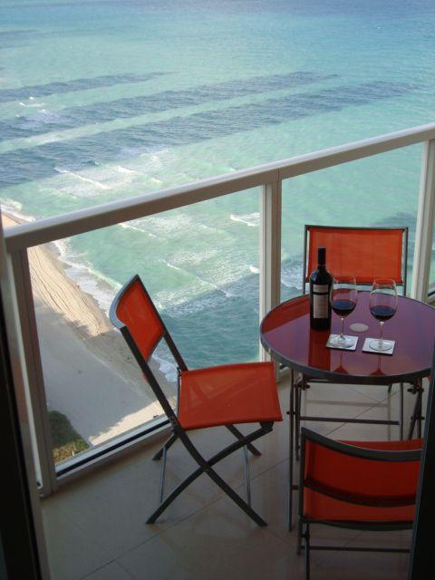 La Perla - Luxurious Beach Front