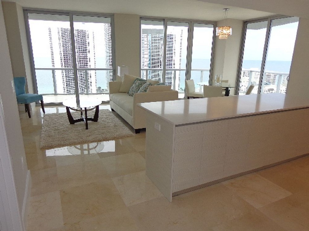Hallandale Beach vacation rental with Living atea