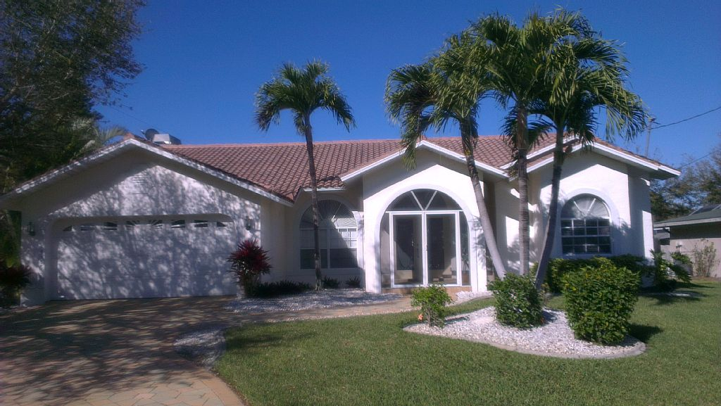 Villa with pool at the Canal with Gulf access in yacht club area and boat