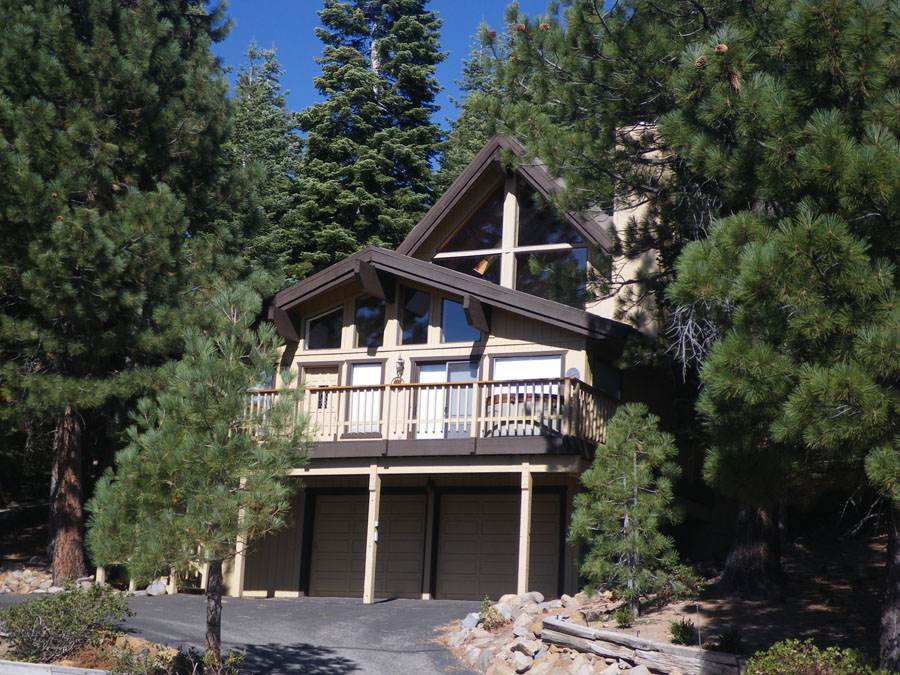 Truckee Tahoe Donner House with Alpine Views, Garage, Hot Tub & Wifi