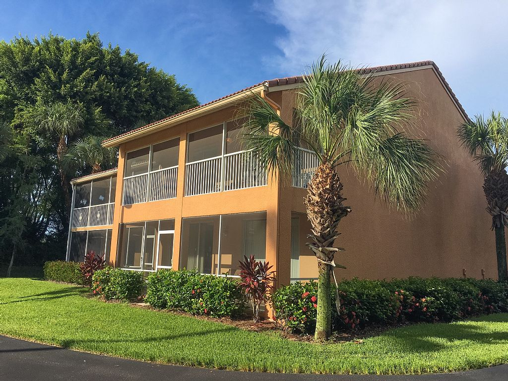 2 Bed Short Term Rental Condo Naples City