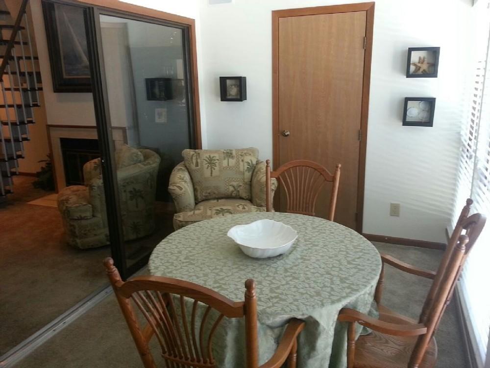 Harbor room eating area Airbnb Alternative Catawba Island Ohio Rentals