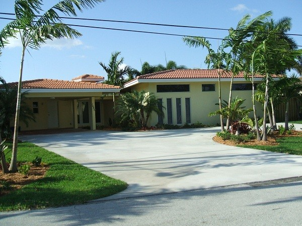 Newly Renovated Minutes From Wilton Manors - Lakefront; private pool; hot tub.