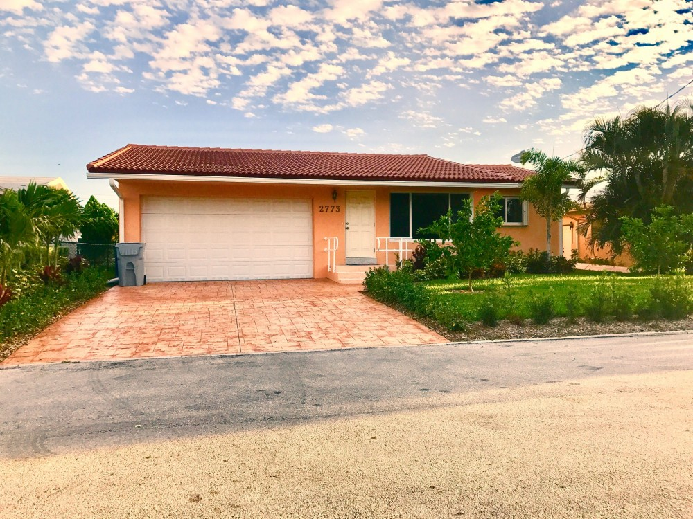 Pompano Beach vacation rental with  Front view with double car garage
