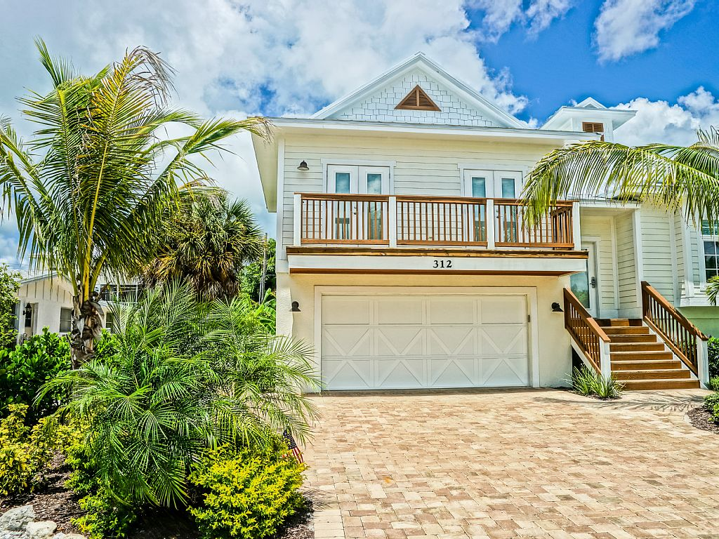 FALLSPECIAL $2999!! 5 BED 3 BATH SLEEPS 12 Heated Saltwater Pool/Spa Near beach